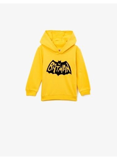 Koton Pamuklu Batman Lisansli Baskili Kapüsonlu Uzun Kollu Sweatshirt Sarı